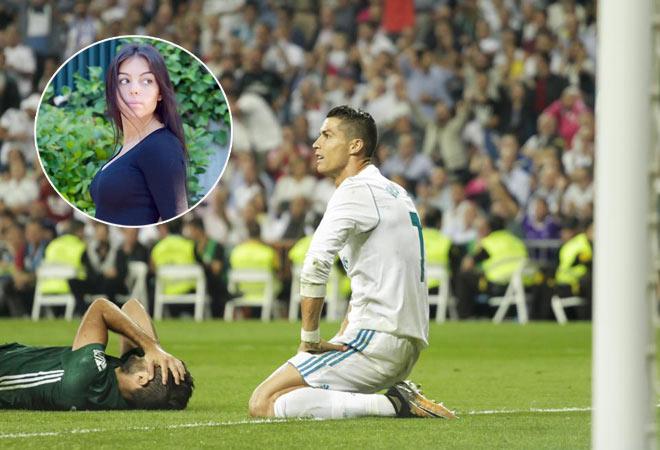 """Ronaldo tái xuất thất vọng: Bị bạn gái xinh đẹp """"ám quẻ""""? - 2"""