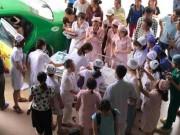 Nóng 24h qua: Vợ đẻ rơi trên taxi, chồng thành bà đỡ bất đắc dĩ
