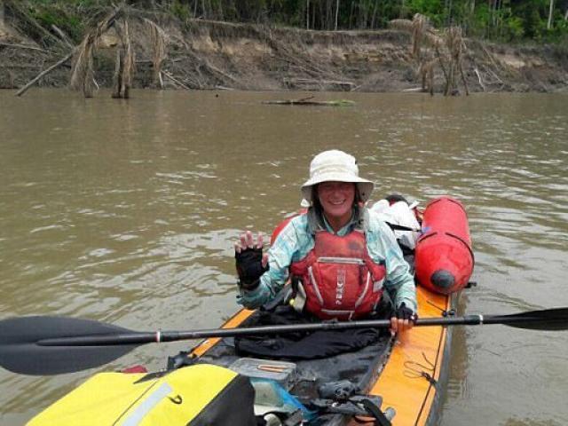 Nữ du khách Anh đi thuyền bị bộ lạc nguyên thủy Amazon giết