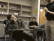 """Tình huống  """" khó tin """"  xảy ra trong lớp học  """" bão táp """""""