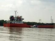 Giải cứu tàu chở gần 4.000m3 xăng phát nổ