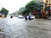 Áp thấp nhiệt đới giật cấp 9 áp sát đất liền, miền Bắc sắp mưa trút nước