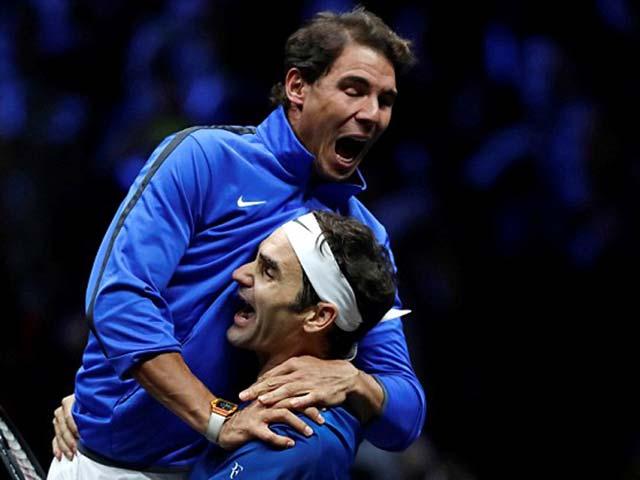 """Clip hot tennis: Federer biến """"rác"""" thành kiệt tác 1"""