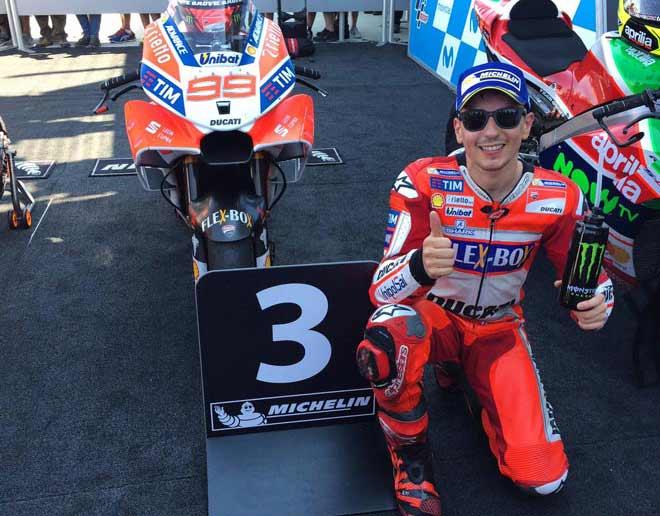 """Đua xe MotoGP: Đấu trên sân nhà, """"Bò tót"""" lập hattrick chiến thắng 3"""