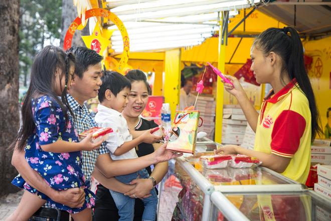 Bánh trung thu Kinh Đô: Món quà thân thuộc gần 20 năm qua - 1