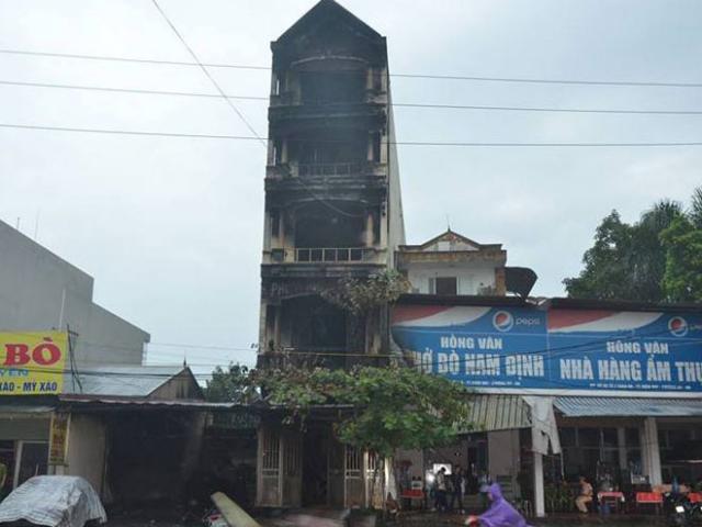 HN: Cháy lớn 3 ngôi nhà liền kề, cột khói bốc cao nghi ngút - 6
