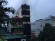HN: Cháy nhà 5 tầng lúc nửa đêm, hai chị em gái tử vong