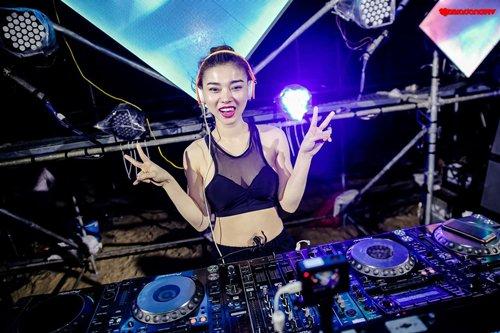Vì sao các nữ DJ Việt bốc lửa thường mặc sexy khi chơi nhạc?