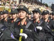 Những bóng hồng cảnh sát rạng rỡ trong ngày khai giảng