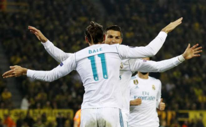 Ronaldo chói lọi 400 trận: Vua ghi bàn Cúp C1, Messi khóc ròng quy phục 13