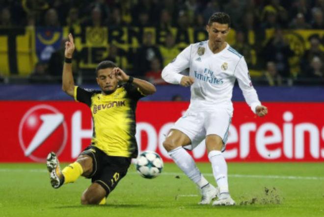 Ronaldo chói lọi 400 trận: Vua ghi bàn Cúp C1, Messi khóc ròng quy phục 4