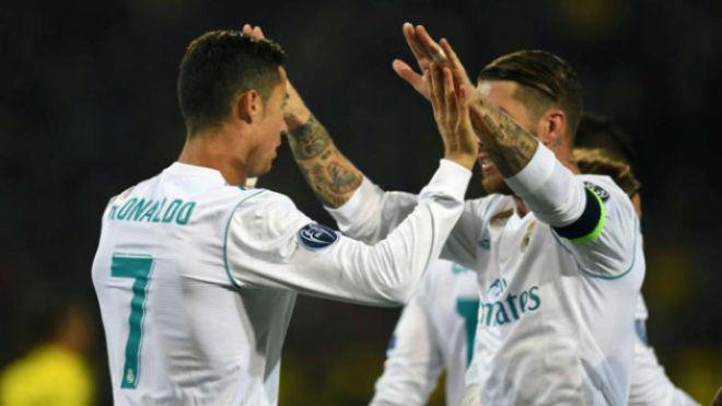 Ronaldo chói lọi 400 trận: Vua ghi bàn Cúp C1, Messi khóc ròng quy phục 11