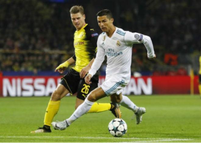 Ronaldo chói lọi 400 trận: Vua ghi bàn Cúp C1, Messi khóc ròng quy phục 2