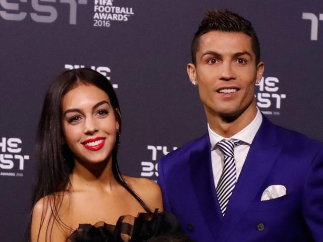 Ronaldo: Ấn định ngày cưới, bị đồng đội cũ tố dối trá từ thiện