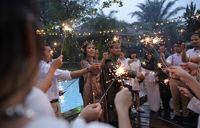 Chi hơn 300 triệu để có đám cưới như vua chúa trong phim - 10