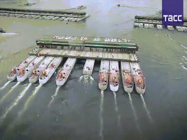 Xem lính thủy đánh bộ Mỹ xây cầu vượt sông cực nhanh - 1