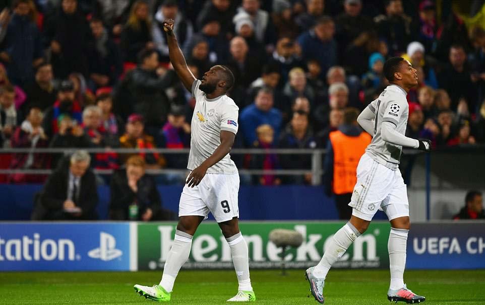 """Lukaku """"hóa hổ"""" 9 bàn 9 trận, MU tiếp tục hoàn hảo 3"""