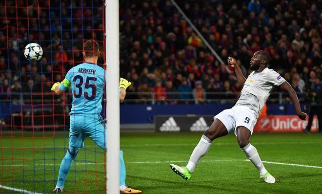 """Lukaku """"hóa hổ"""" 9 bàn 9 trận, MU tiếp tục hoàn hảo 7"""