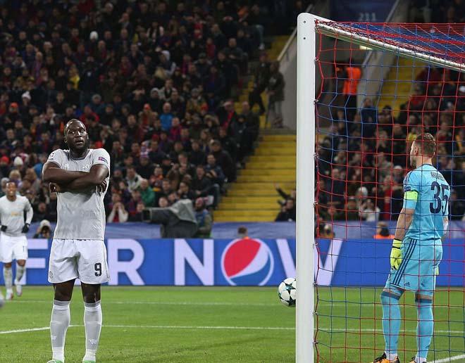 """Lukaku """"hóa hổ"""" 9 bàn 9 trận, MU tiếp tục hoàn hảo 8"""
