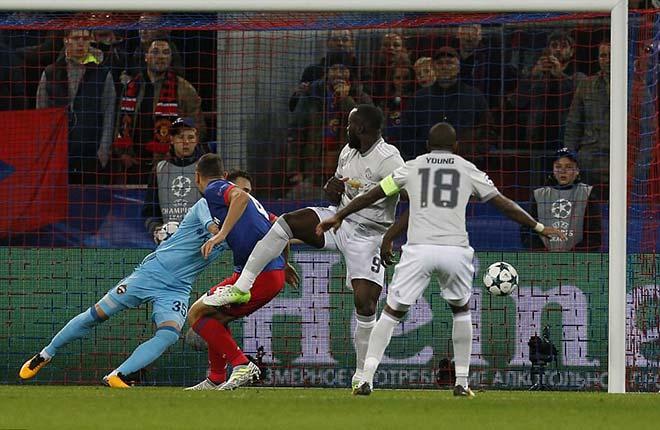 """Lukaku """"hóa hổ"""" 9 bàn 9 trận, MU tiếp tục hoàn hảo 2"""