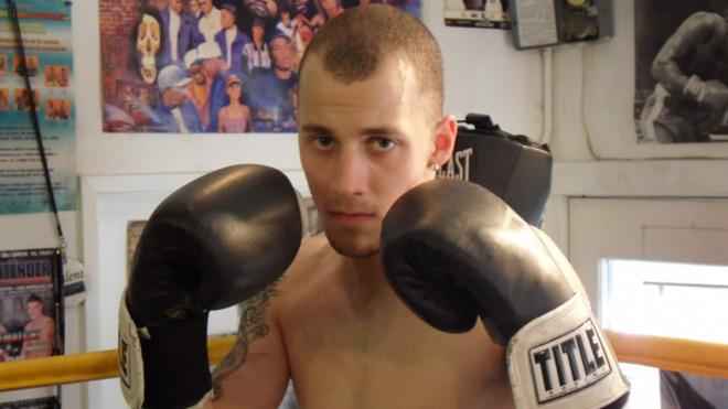 """Cú sốc boxing: 16 tuổi đấm nhà vô địch thế giới """"chạy mất dép"""" 1"""