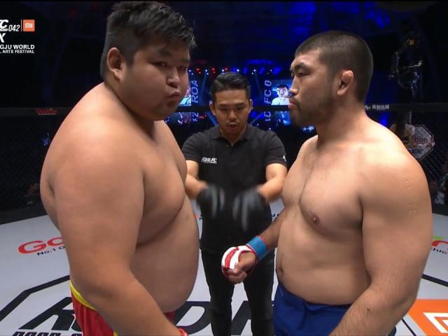 MMA: Cao thủ Trung Quốc 150kg thua đau đối thủ 80kg 2