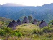 Bí ẩn bộ lạc sống tách biệt với thế giới ở Indonesia