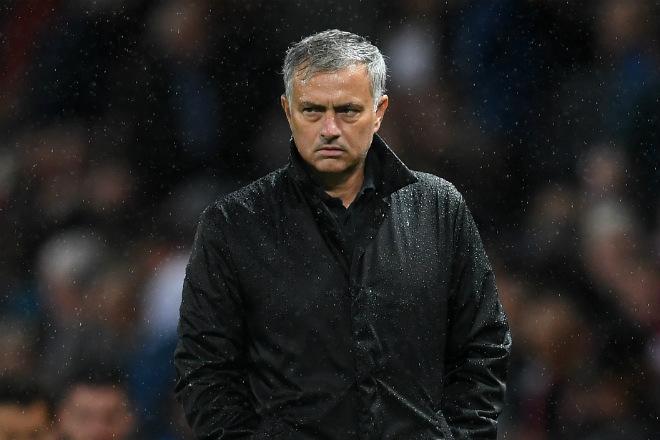 MU lâm nguy mất 7 trụ cột: Mourinho chào đón tháng 10 giông bão 1