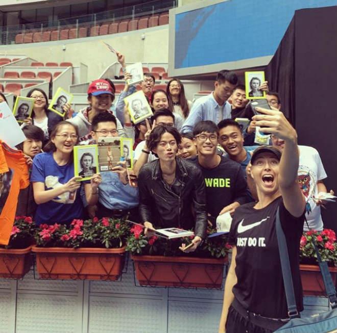 """Mỹ nhân Sharapova tới Trung Quốc: Triệu fan nam phát cuồng """"ăn chực nằm chờ"""" 1"""