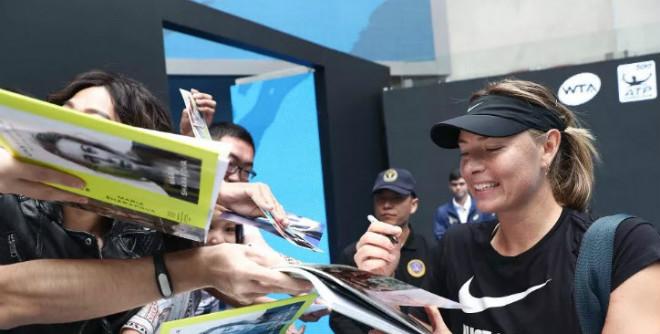 """Mỹ nhân Sharapova tới Trung Quốc: Triệu fan nam phát cuồng """"ăn chực nằm chờ"""" 2"""