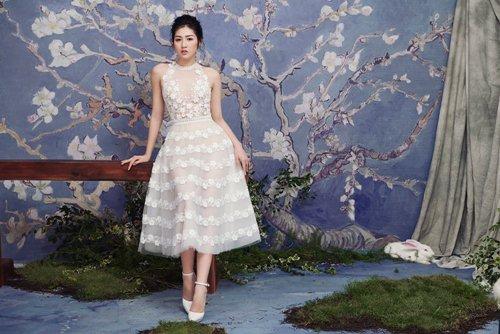 """""""Bạn gái Noo Phước Thịnh"""" diện váy mỏng tang đẹp như nàng thơ"""