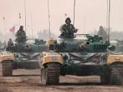 Ấn Độ bất ngờ điều 100 xe tăng áp sát quốc gia láng giềng