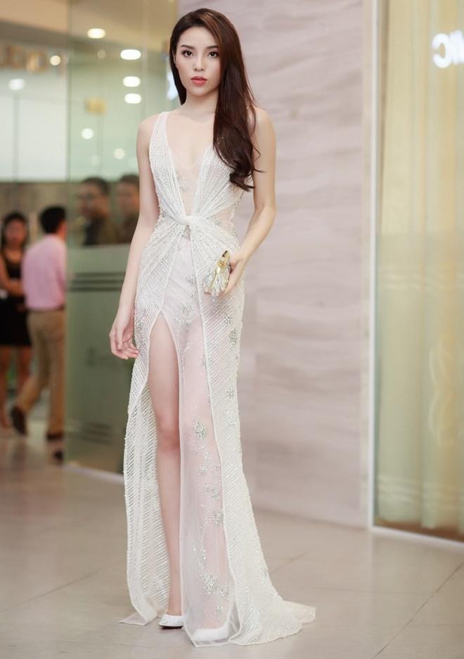 """Top váy """"mặc như không"""" gây xôn xao nhất của mỹ nữ Việt - 4"""
