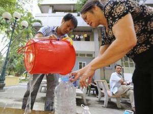 """Tin tức trong ngày - Vỡ đường ống nước: Bao giờ bệnh viện hết """"khát""""?"""