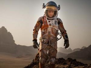 """Phê bình điện ảnh - """"Người về từ sao Hỏa"""" khiến khán giả """"bùng nổ cảm xúc"""""""