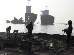 Tin tức trong ngày - Bên trong khu phá dỡ tàu cũ ở Bangladesh