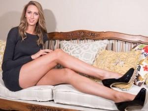 Thời trang - Cuộc sống người mẫu có đôi chân dài nhất nước Mỹ