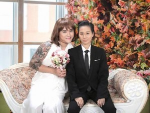 """Mặt sau cánh gà - Ảnh cưới """"ngược đời"""" của vợ chồng Vũ Duy Khánh"""