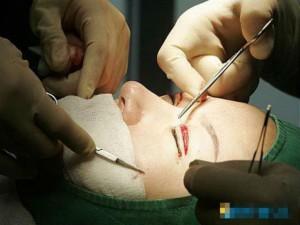 Thẩm mỹ viện - Người Trung Quốc đổ xô sang Hàn phẫu thuật thẩm mỹ
