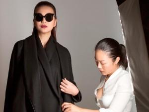 Thời trang - Thanh Hằng lạnh lùng trong hậu trường buổi chụp ảnh