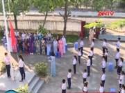 Video An ninh - Tiết chào cờ đặc biệt bằng... tay tại Phú Yên
