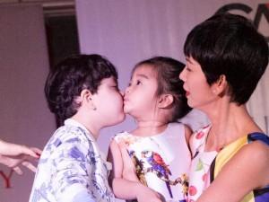 Phim - Cậu ấm nhà Trương Quỳnh Anh hôn nựng con gái Xuân Lan