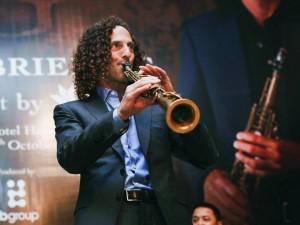 Sao ngoại-sao nội - Clip Kenny G ngẫu hứng saxophone trước đêm diễn tại HN