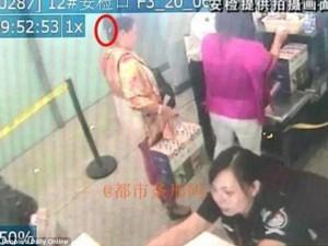 Tin tức trong ngày - Trung Quốc: Mang dao lên máy bay để... gọt hoa quả
