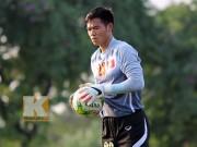 Video bóng đá hot - Nguyên Mạnh phản xạ xuất thần trước người Thái