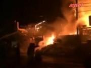 Video An ninh - HN: Gần 1000m2 xưởng tái chế nhựa chìm trong biển lửa