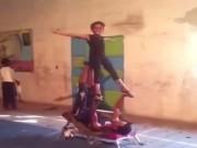 Thể thao - Không tưởng cậu bé nhào lộn thể dục như chớp