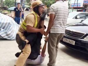 An ninh Xã hội - Nam thanh niên nhậu say đá vào mặt phó công an xã