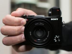 Thời trang Hi-tech - Máy ảnh Sony RX1R II: Thiết kế nhỏ gọn, hiệu suất mạnh mẽ