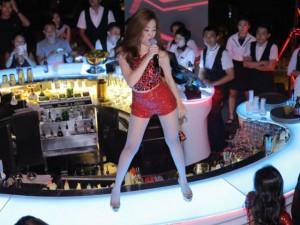 """Ca nhạc - MTV - Hoàng Thùy Linh khoe đường cong """"thôi miên"""" khán giả"""